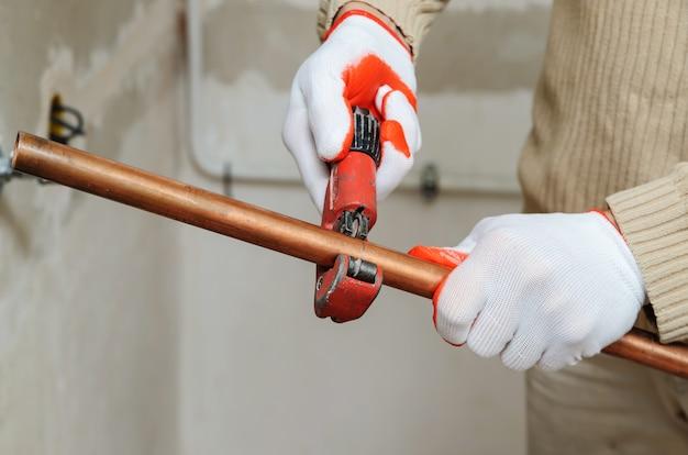 Instalação de aquecimento de tubos de cobre
