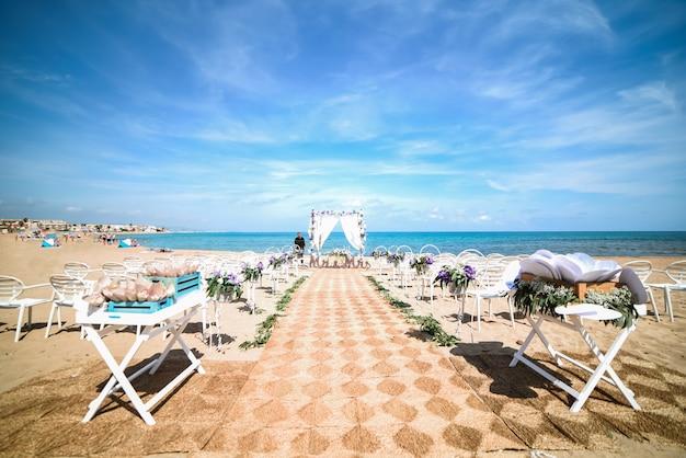 Instalação de casamento na praia