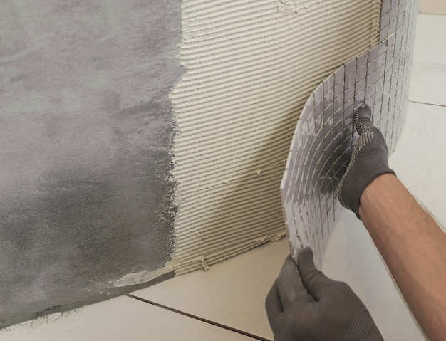 Instalação de mosaicos.