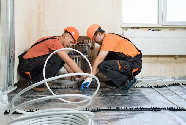 Instalação de piso quente.