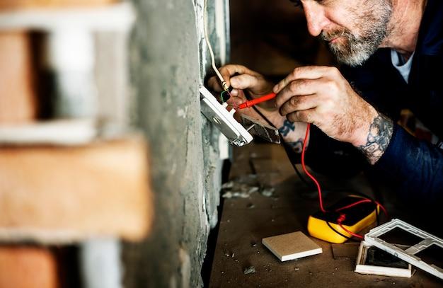 Instalação de reparo de casa de eletricista