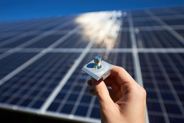 Instalação de sistema de painel solar fotovoltaico autônomo