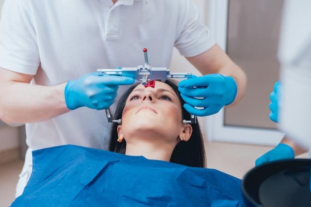 Instalação do arco facial. diagnóstico funcional.