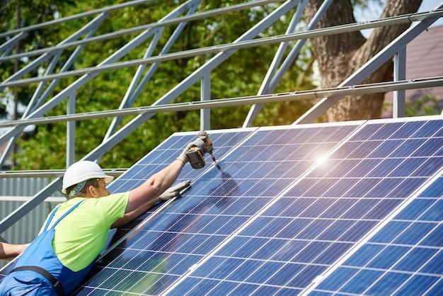 Instalação independente de sistema de painel solar, energia renovável verde