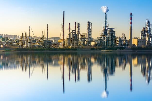 Instalações petroquímicas e equipamentos de produção modernos