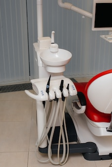 Instrumento odontológico para tratamento e operações odontológicas. equipamento.
