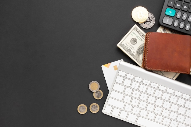 Instrumentos financeiros na mesa vista superior