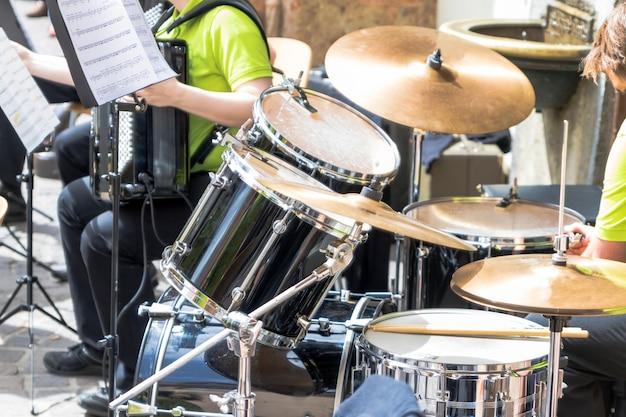 Instrumentos musicais de uma banda