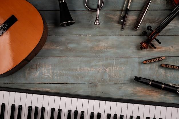 Instrumentos musicais em madeira