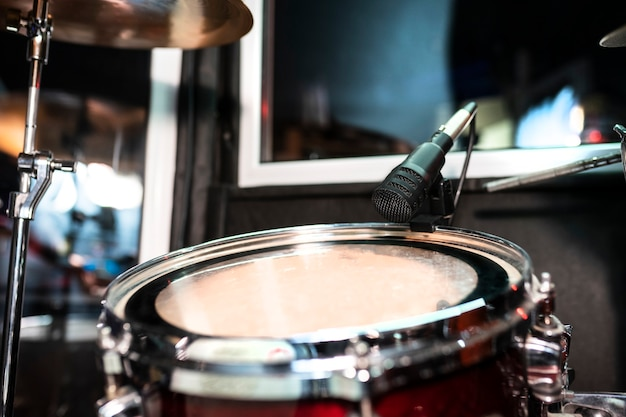 Instrumentos musicais no estúdio de gravação