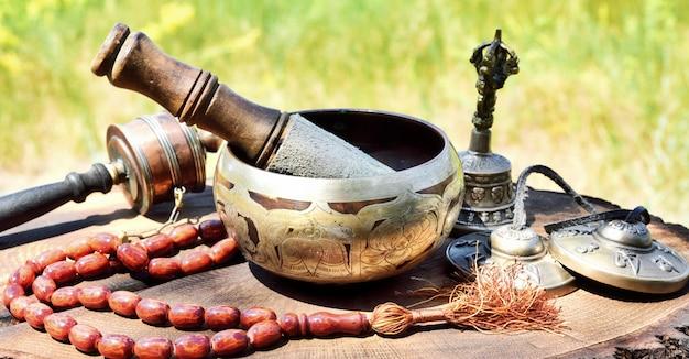 Instrumentos musicais religiosos para meditação