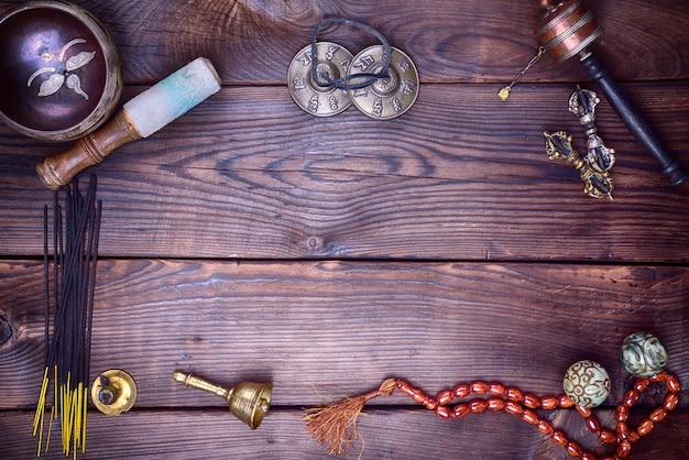 Instrumentos musicais tibetanos para meditação