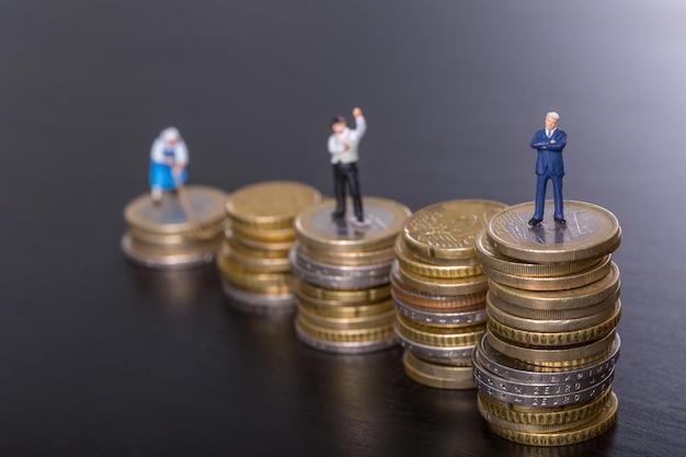 Intensifique o crescimento do conceito de dinheiro do negócio com a moeda de dinheiro de pilha.