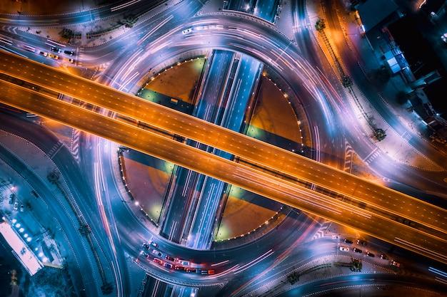 Intercâmbio rodoviário e auto-estrada