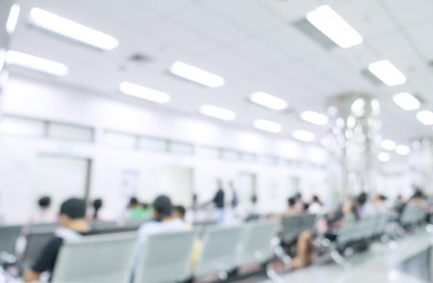 Interior borrado do hospital ou clínico com povos - fundo médico abstrato.