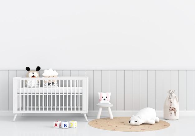 Interior branco do quarto infantil com berço e brinquedos