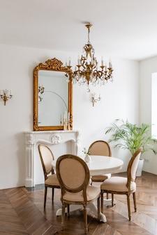 Interior clássico moderno. design interior elegante