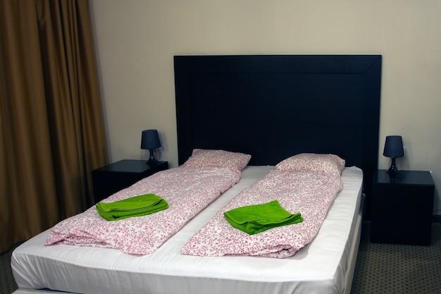 Interior contemporâneo em quarto de hotel
