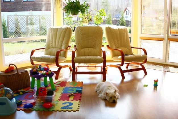 Interior da casa em casa de verão