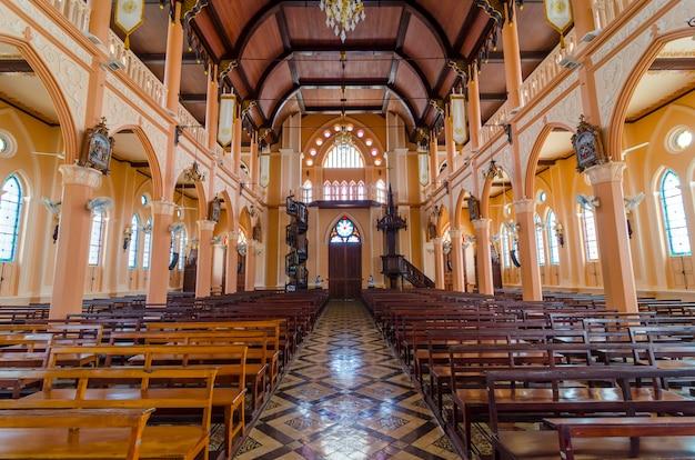 Interior da catedral católica