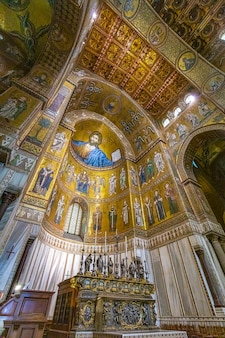 Interior da catedral de monreale. sicília.