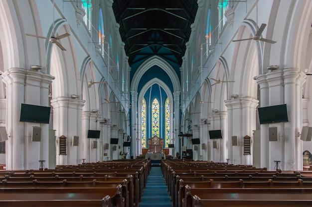 Interior da catedral de saint andrew em cingapura