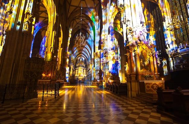 Interior da catedral de santo estêvão. viena