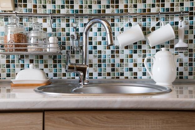 Interior da cozinha e utensílios de cozinha