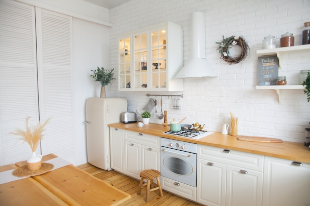 Interior da cozinha moderna em estilo escandinavo