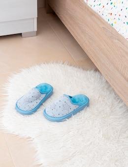 Interior da decoração do quarto infantil com sapatos