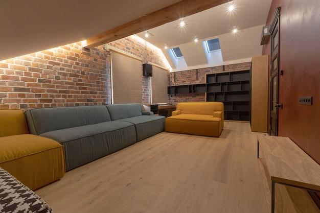 Interior da espaçosa sala de estar