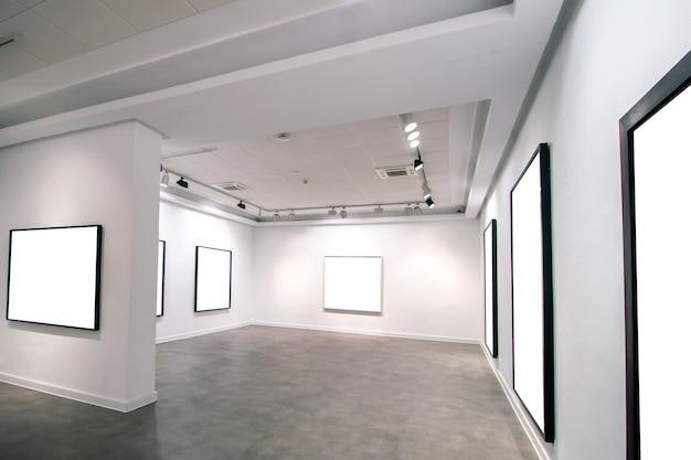 Interior da galeria do museu contemporâneo