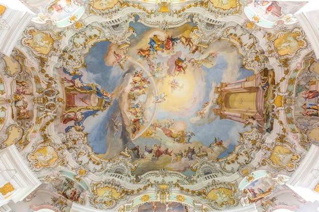 Interior da igreja de peregrinação na alemanha
