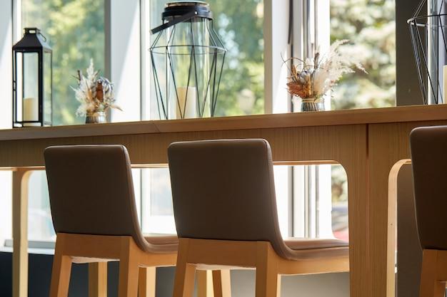 Interior da loja do café, sem pessoas no café. design de instalações simplesmente clássico