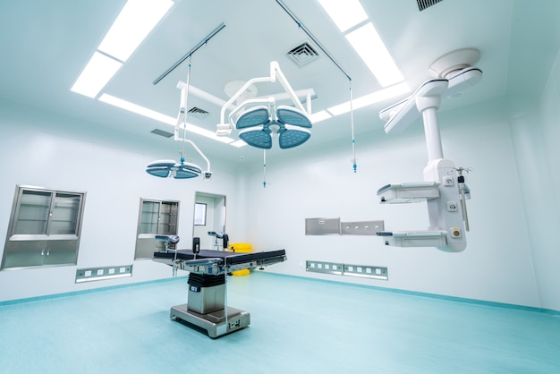 Interior da sala de cirurgia na clínica moderna