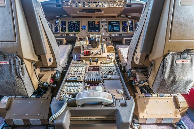 Interior de aeronaves de passageiros, controle de potência do motor e outras aeronaves, avião de passageiros.