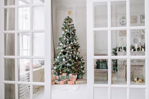 Interior de ano novo e jóias de natal