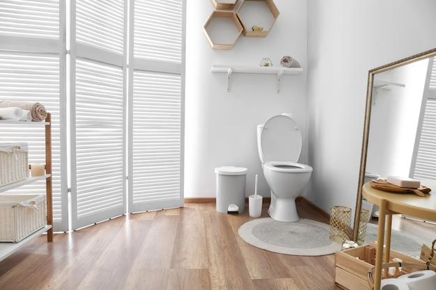 Interior de banheiro moderno e limpo