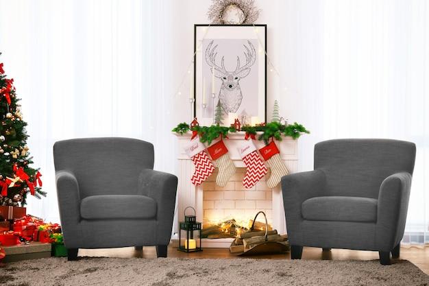 Interior de linda sala decorada para o natal