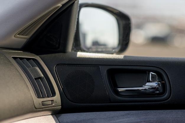 Interior de luxo moderno de um carro novo