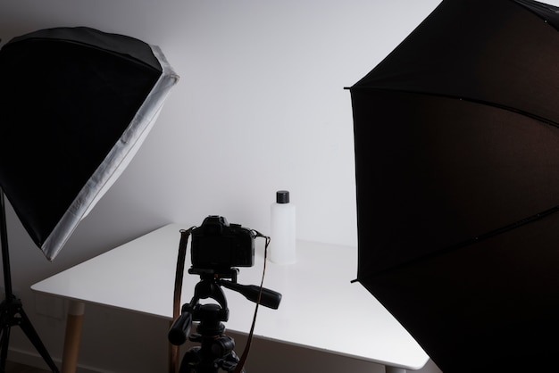 Interior, de, profissional, foto, estúdio, enquanto, tiroteio, garrafa