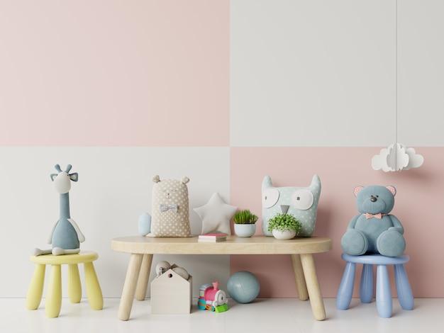 Interior de quarto de criança com brinquedos e parede de cor pastel