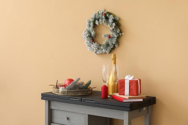 Interior de quarto moderno decorado para o natal