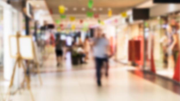 Interior de shopping center turva