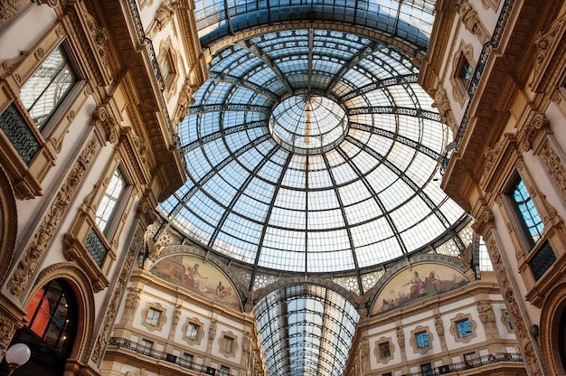 Interior de shopping center vittorio emanuele milan