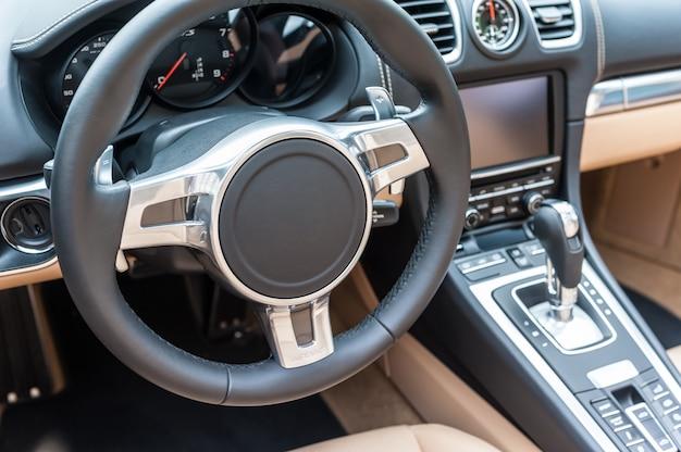 Interior de um carro esporte genérico