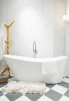 Interior, de, um, contemporâneo, banheiro, interior, com, um, branca, banheira, e, banheiro