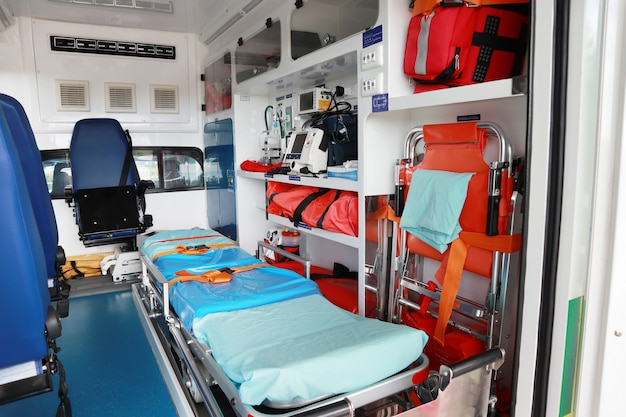 Interior de uma ambulância.