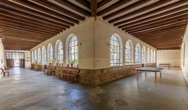 Interior de uma antiga escola