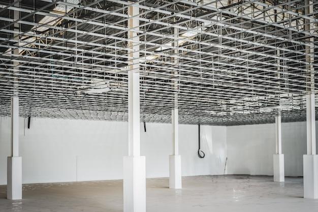 Interior de uma casa em construção.